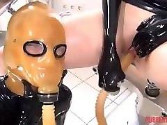 Порно в латексной маске